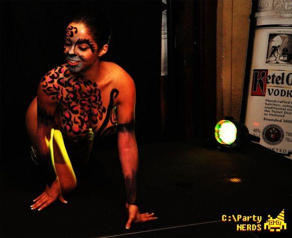 Jenn Kaelin body paint fashion show pics + video