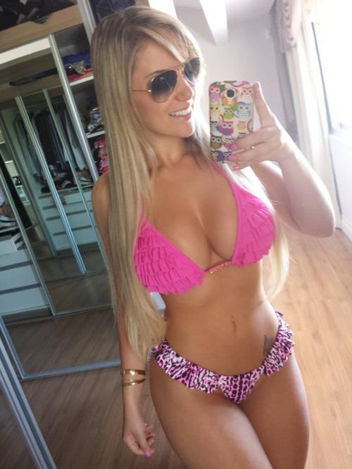 xxx blonde girl selfies