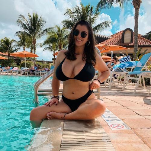 Sarah M (20)
