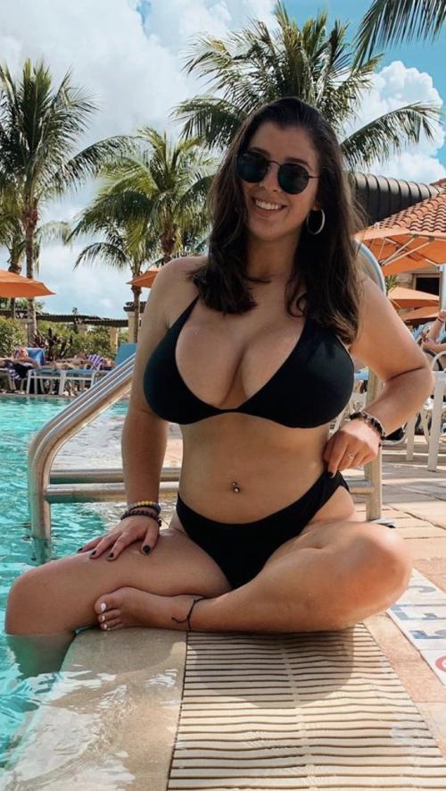 Sarah M (25)